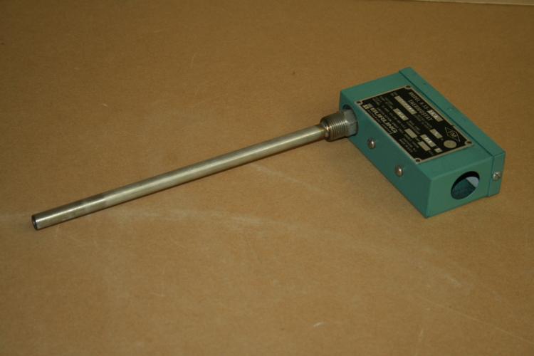 Thermostat switch, 450 deg F, 15A, SPDT, 5