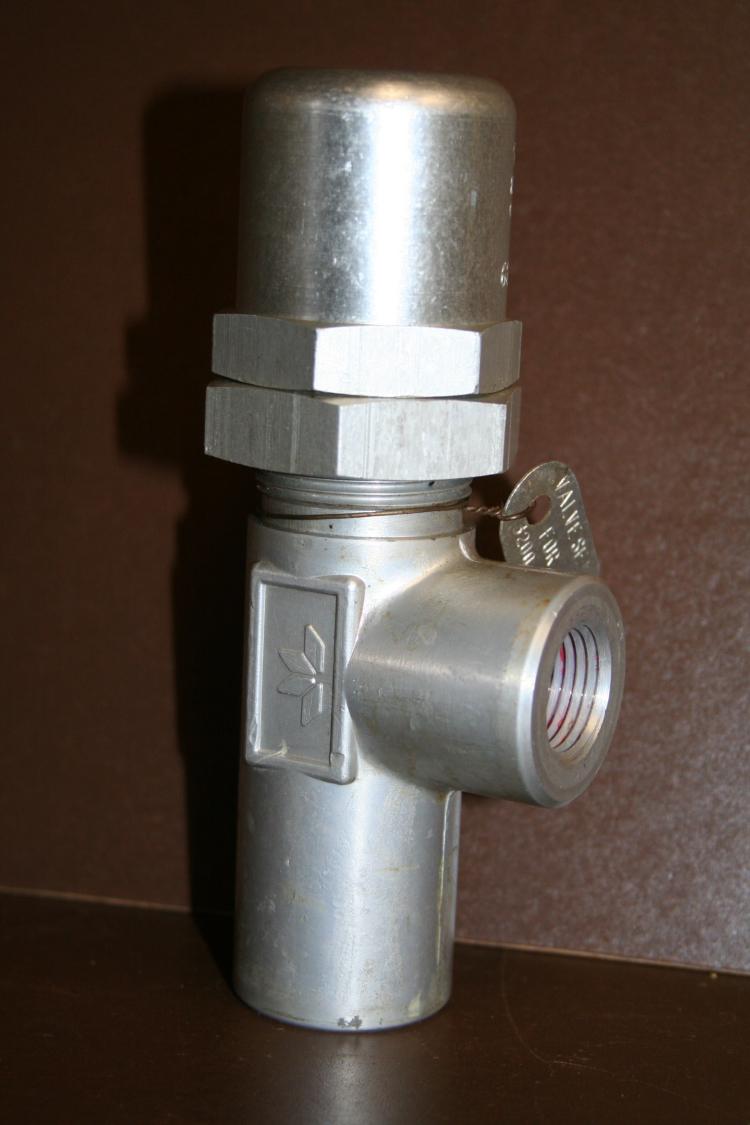 Pressure control valve hydraulic pneumatic 622B-13-1/2-28 3200 psi Adjustable