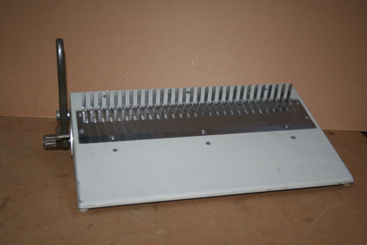 Plastic Comb/Spine Finisher, Manual Machine, CombBind, 16DB GBC