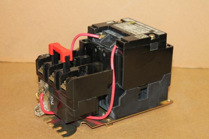 Contactor, NEMA 0, 18A, 3PH 3P, 120V coil, 8536 SB02V02 Square D Unused