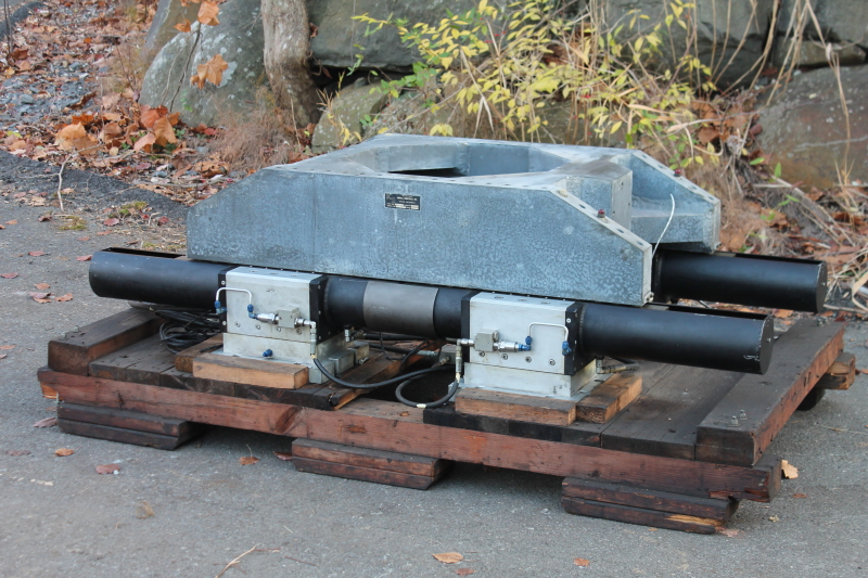 Hydrostatic bearing slide table for horizontal vibration and shock Kimball TEAM