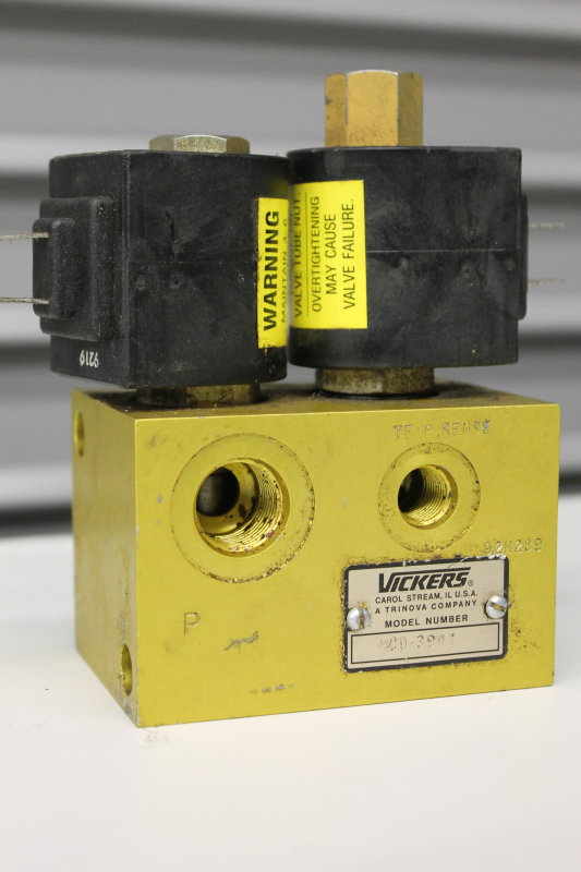 Hydraulic Solenoid Valve manifold Vickers MCD3941, 2 position 4 way 24VDC