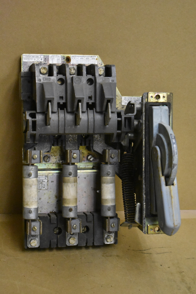 Disconnect switch, 100A Fused 1494F-NF100, Slight Corrosion Allen Bradley