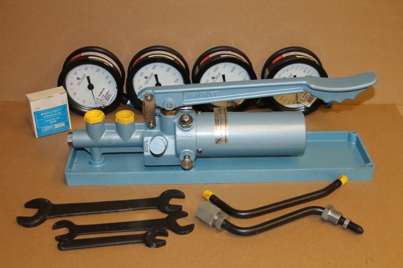 Ashcroft 1327 DG Hydraulic Pressure Gauge Comparator, Tester, 0-10KPSI, Portable